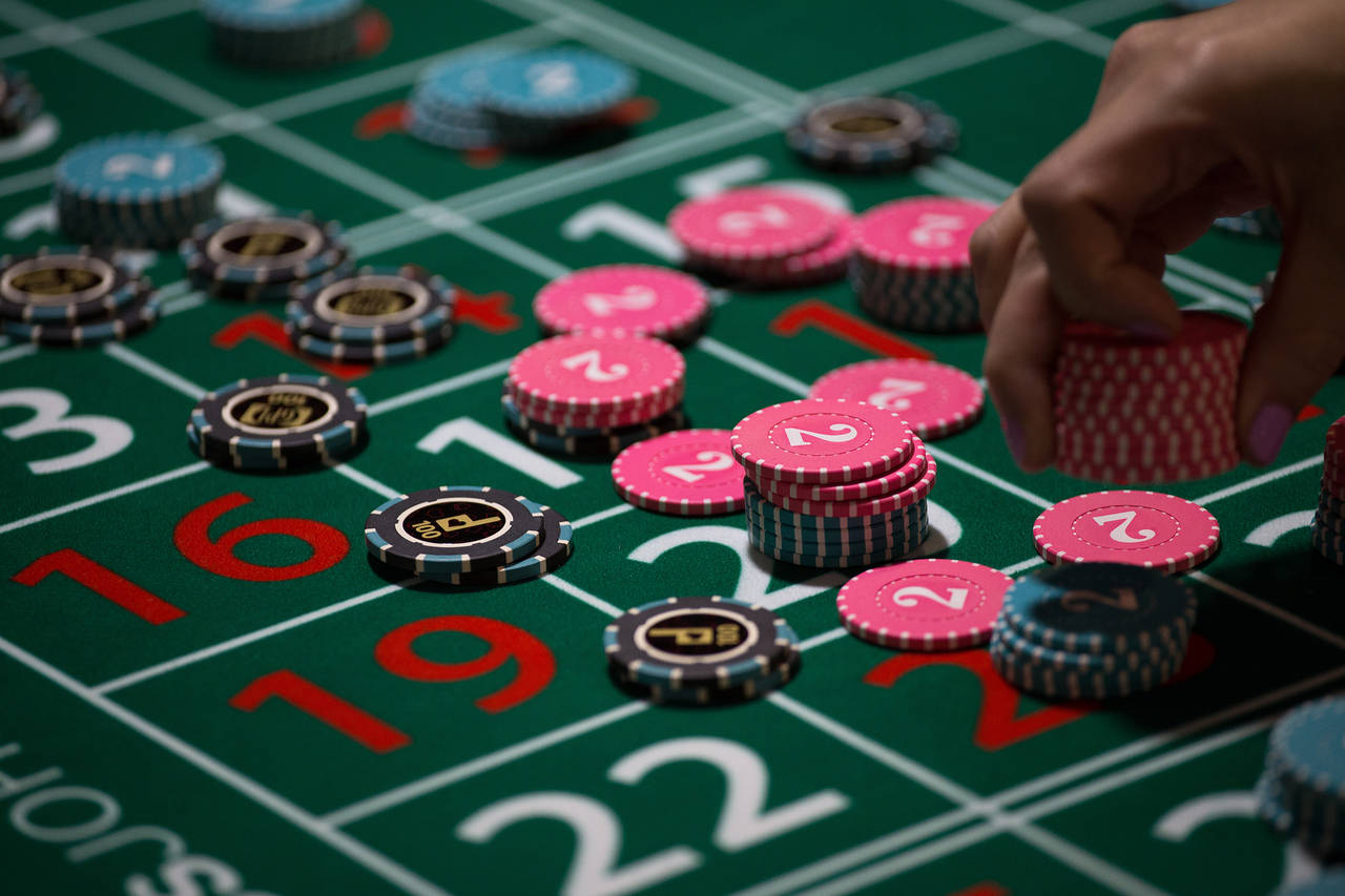 Online Gambling: Keeping Your Emotions in Check